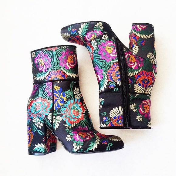 e13dd8eee5c Steve Madden Goldie Floral Embroidered Boots Sz 7M